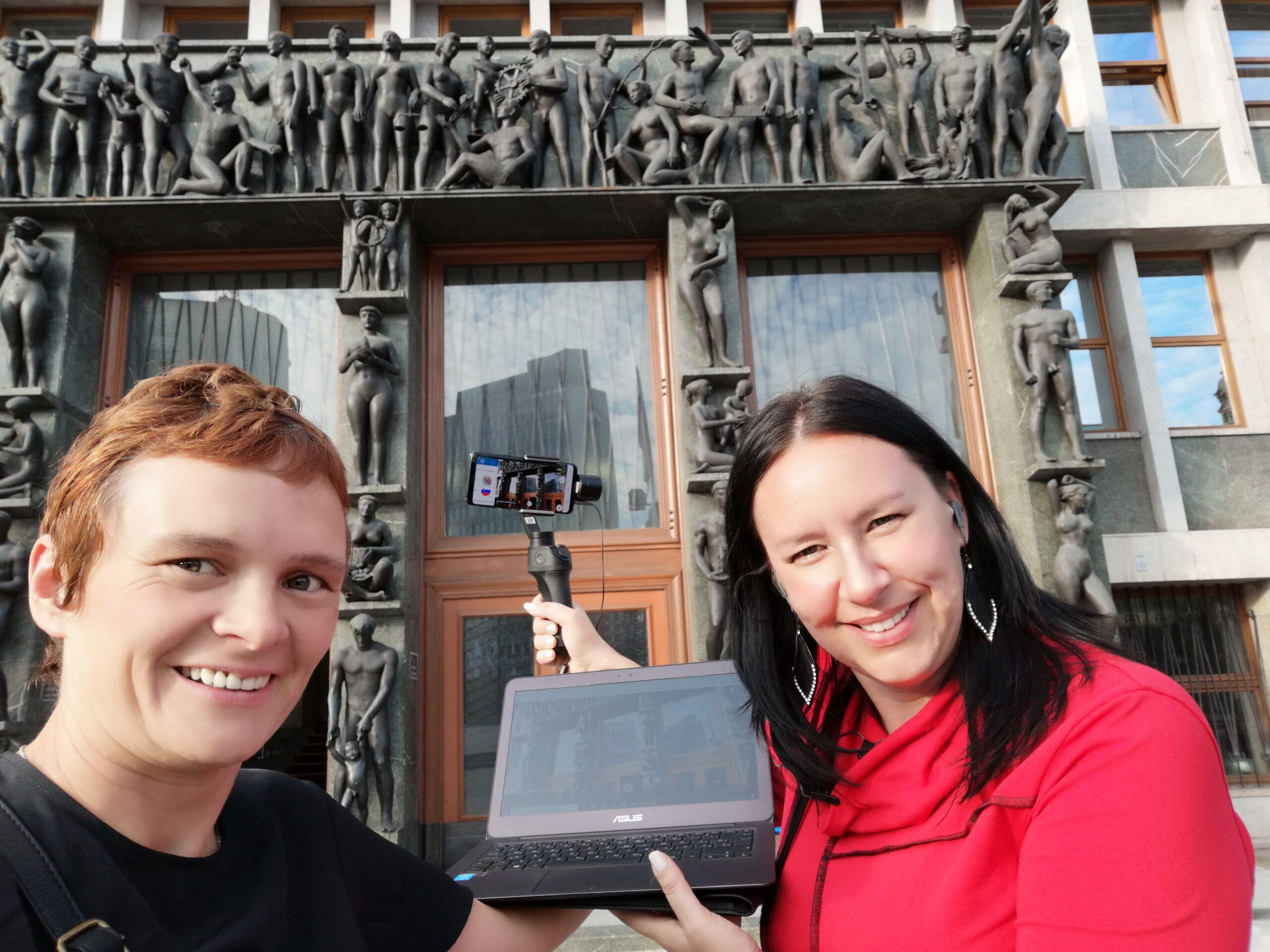Tina Hudnik in Maja Vanmierlo sta po novem predani virtualnemu turizmu